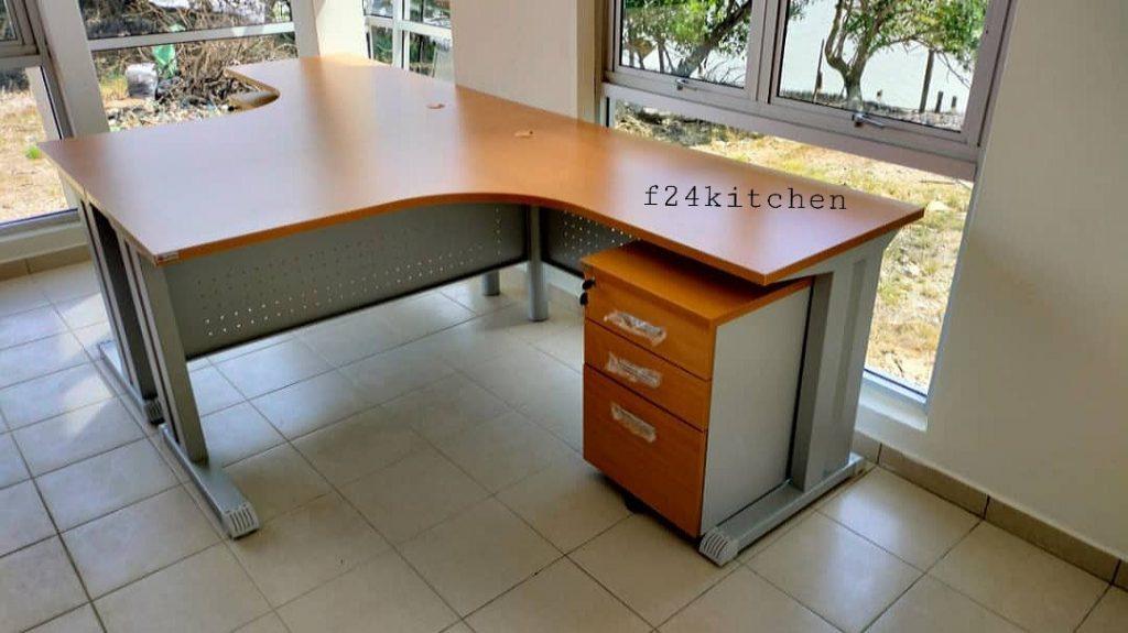 pengedar meja pejabat